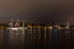 从散步的看法在一条风船在斯德哥尔摩 瑞典 05 11 2015年 库存照片