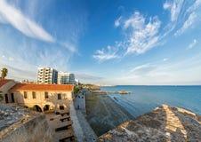 散步的看法从拉纳卡城堡的 塞浦路斯 库存照片