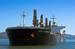 散装货轮停住的Medi巴伦西亚在路 不冻港海湾 东部(日本)海 04 10 2015年 免版税图库摄影