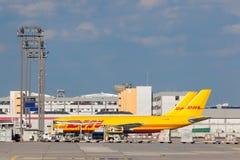 敦豪航空货运公司在法兰克福机场的货物航空器 库存图片