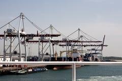 敦刻尔克/法国- 2011年6月12日:集装箱码头在敦刻尔克 免版税库存照片