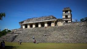 敬佩宫殿的游人在帕伦克考古学区域 影视素材