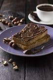 敬酒与巧克力酱和坚果在木背景 免版税图库摄影