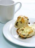 敬酒的小圆面包交叉英国热 库存图片