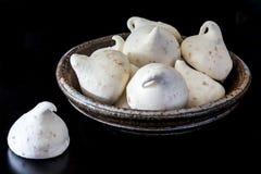 敬酒的椰子蛋白甜饼 图库摄影