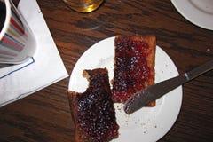 敬酒的面包和果酱 免版税库存图片