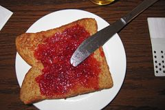 敬酒的面包和果酱 库存照片
