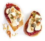 敬酒的面包用果酱和咸味干乳酪 库存图片