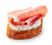 敬酒的面包用熏制的肉 免版税图库摄影