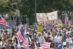 数十万个移民参加移民和墨西哥人的行军抗议反对非法移民改革 库存图片