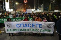 数千保加利亚人抗议反对政府计划扩展班斯科滑雪胜地在Pirin国家公园 图库摄影