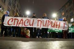 数千保加利亚人抗议反对政府计划扩展班斯科滑雪胜地在Pirin国家公园 库存图片