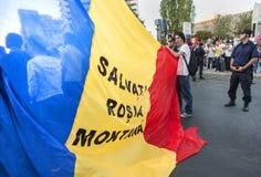 数千在罗马尼亚召集反对布加勒斯特的加拿大控制金矿 库存照片