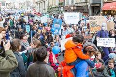 数千小辈医生抗议在伦敦 库存图片