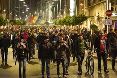 数千抗议者在布加勒斯特 免版税图库摄影