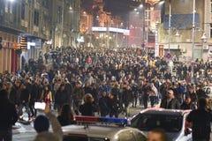 数千抗议者在布加勒斯特 免版税库存照片