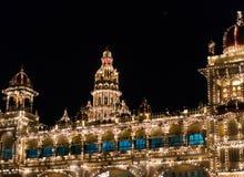 数千照亮的迈索尔宫殿电灯泡 迈索尔,卡纳塔克邦,印度 库存照片