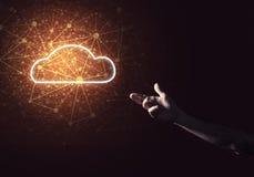 数字式作为无线连接的标志的云彩象在黑暗后面的 图库摄影