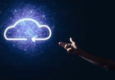 数字式作为无线连接的标志的云彩象在黑暗后面的 库存图片