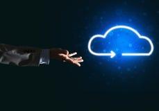 数字式作为无线连接的标志的云彩象在黑暗的背景的 免版税图库摄影