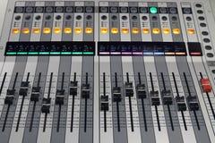 数字式共鸣板用于混合音频 免版税库存图片