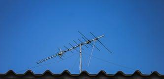 数字式在屋顶的电视天线 库存图片