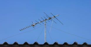 数字式在屋顶的电视天线 免版税图库摄影