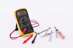 数字式多用电表和手工具 库存照片