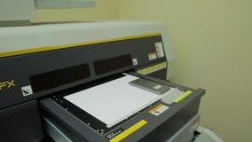 数字式新闻打印在印刷店 象带来能检查不同化工颜色费用的定制一般有所不同数字式有效每flexography照相凹板图象图象最初的活版石版印刷媒体方法需要没有不纸实际牌照位置新闻打印晒印方法原型迅速注册再生产需要的运行设置几短的小的表面那里对传统用完的有用的浪费 股票视频