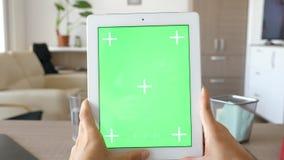 数字式有绿色屏幕色度嘲笑的片剂个人计算机 影视素材