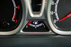 数字式测量仪告诉燃料级别 库存照片