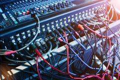 数字式混合的控制台 混音器控制板,澳大利亚特写镜头  免版税库存照片