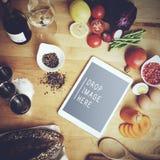 数字式片剂厨房食物素食主义者拷贝空间概念 库存图片