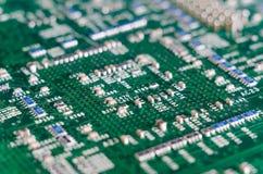 数字式硬件特写镜头 电容器和电阻器汇编在t 免版税库存照片