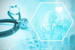数字式背景的综合图象与心脏运动标志的 库存照片