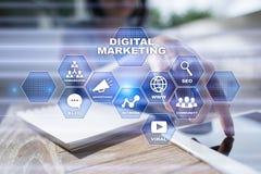 数字式营销技术概念 互联网 在网上 搜索引擎优化 SEO SMM 录影广告 库存例证