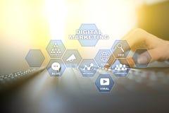 数字式营销技术概念 互联网 在网上 搜索引擎优化 SEO SMM 忠告 皇族释放例证