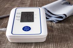 数字式血压显示器 库存照片