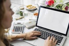 数字式设备互联网连接网上概念 免版税库存图片