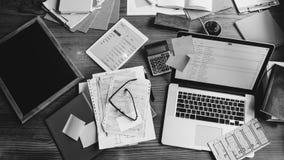 数字式设备办公室工作场所电子邮件通信概念 免版税库存照片