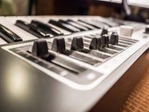 数字式音乐钢琴合成器 库存照片