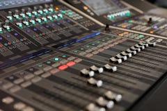 数字式音频混合的控制台 库存照片