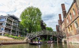 数学桥梁的游人 剑桥,英国,第21 2017年5月 免版税库存照片