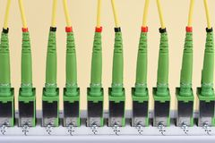 数据传送设备通过光纤网络 免版税库存照片