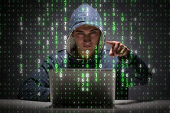数据保密概念的年轻黑客 免版税库存图片