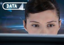 数据文本和妇女在计算机上 库存照片
