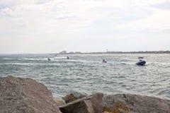 数浇灌加速对海岸的滑行车 库存照片