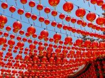 数百在中国寺庙的红色中国灯笼 免版税图库摄影