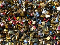数百挂锁和消息 免版税库存照片