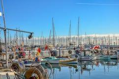 数百风船在Port Le Vieux -戛纳,法国停泊了 库存图片